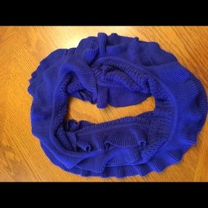 Beautiful loop scarf with ruffles NOT itchy!!